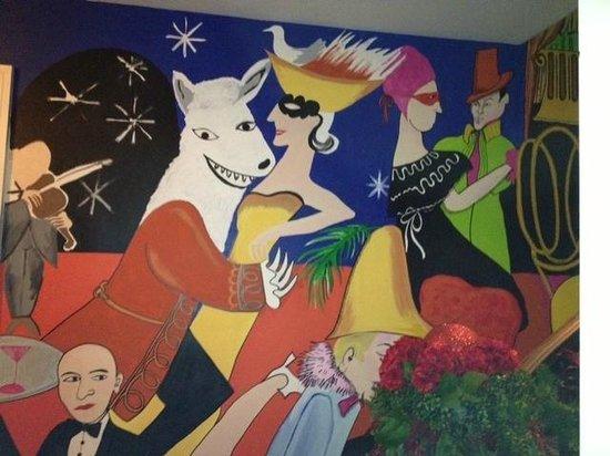 Tavro 13: wall murals