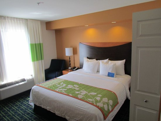 Fairfield Inn and Suites Austin North / Parmer Lane: A view into the room