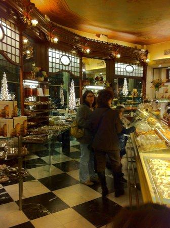 Pastelerias Mauri: Il locale delizioso