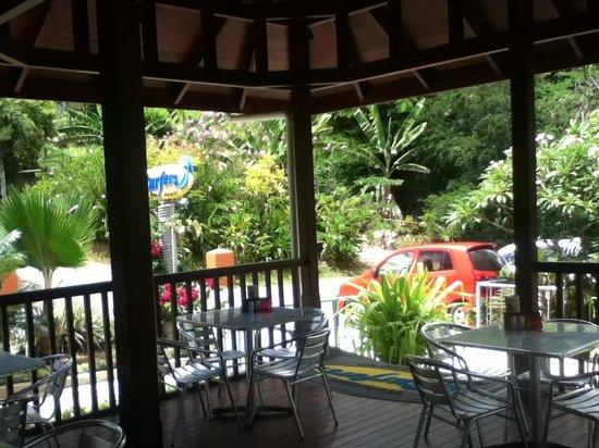Surfers Beach Restaurant: Landward view of Gardens