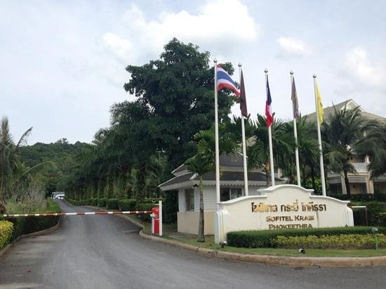 Sofitel Krabi Phokeethra Golf & Spa Resort: Main gate entrance