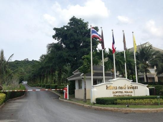 سوفيتل كرابي فوكيثرا جولف آند سبا ريزورت: Main gate entrance 