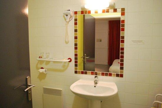 Hotel Tambourin: salle de bain
