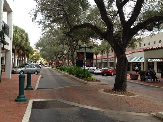 Miami Lakes, FL: Main Street