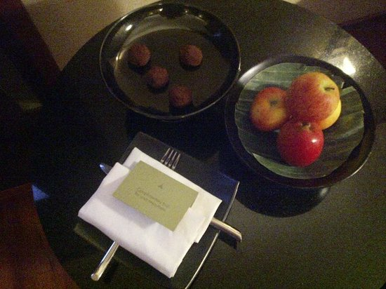 The Sukhothai Bangkok: Complimentary dark chocolates and a plate of fruit
