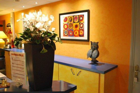 Hotel Tambourin: accueil