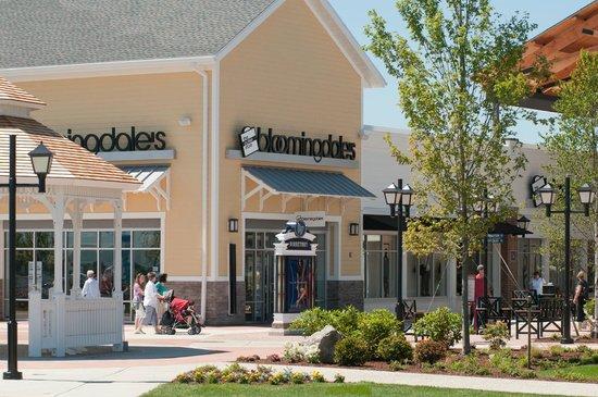 Merrimack Premium Oulets: Merrimack Premium Outlets