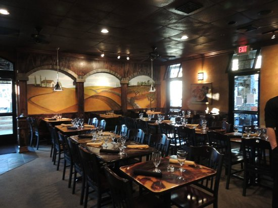 Christy Lee's Courtyard Grille : Dinning room