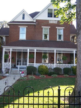 Victorian House Bed and Breakfast: 1885 Historic Victorian House