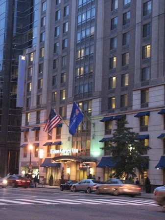 Hilton Garden Inn Washington, DC Downtown: View of hotel from street