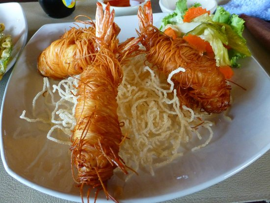 Phulay: fried shrimps covered with noodles