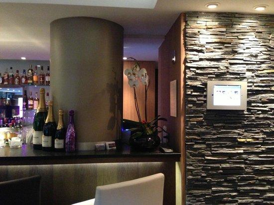 Hotel Le Savoy: Le bar
