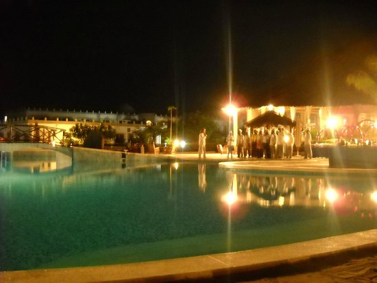 ‪‪Clubviaggi Resort Twiga Beach & SPA‬: cena a bordo piscina