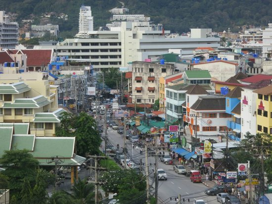 Ashlee Hub Hotel Patong: The view from the rooftop bar