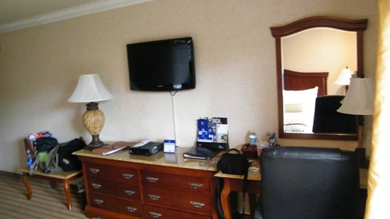 BEST WESTERN PLUS Newport Mesa Inn: room