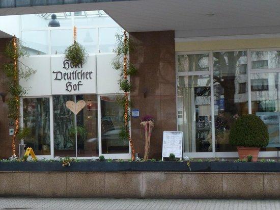 Hotel Deutscher Hof: L'entrée de l'hôtel