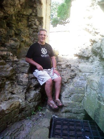 Nunney Castle: relaxing in the castle ruins