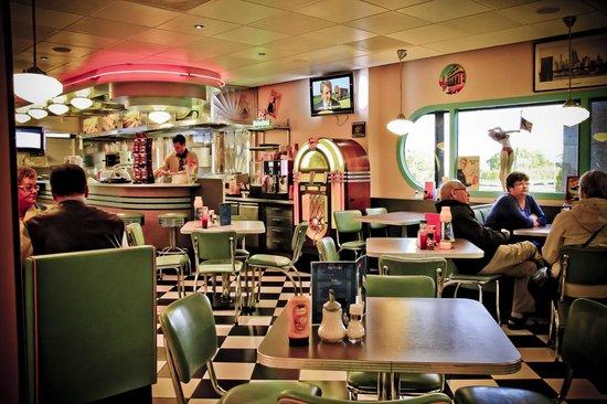 Hotel Ibis Schiphol Amsterdam Airport: Bar estilo retro, hermoso