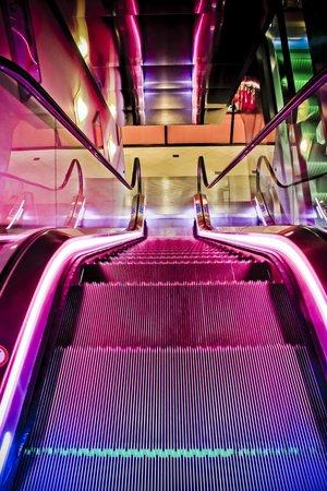 Hotel Ibis Schiphol Amsterdam Airport: Escaleras espacios comunes
