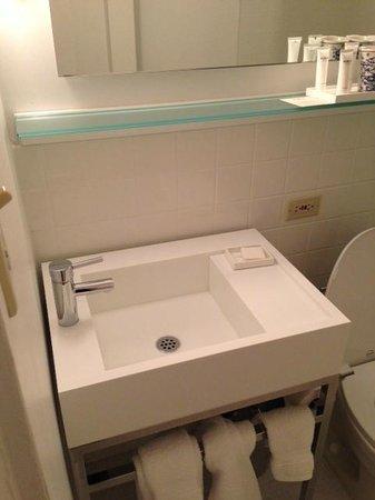 Ambassador Chicago: Bathroom sink.