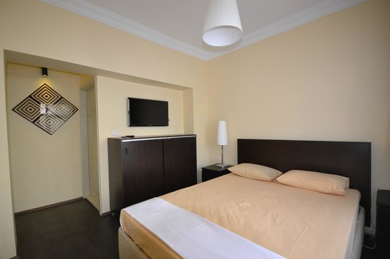Amadeus Hotel: room12