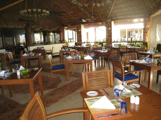 Azul Beach Hotel: main restaurant