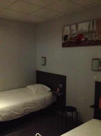 Hotel de Normandie : letti ampi e comodi! bei quadri sui muri!