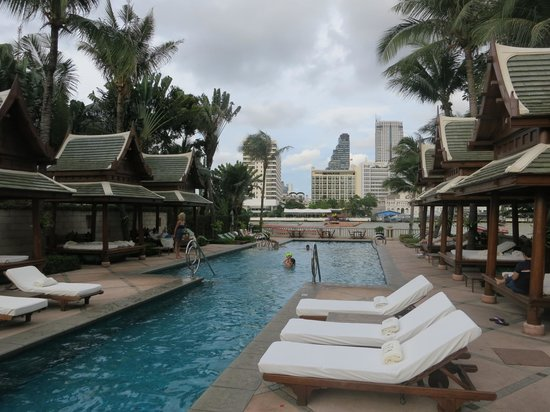 The Peninsula Bangkok: Fantastic pool area