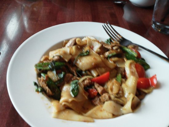 Sabai Sabai Simply Thai: Drunken Noodles with Pork, Yum!