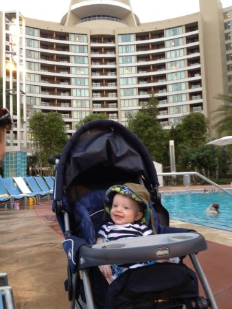 Bay Lake Tower at Disney's Contemporary Resort: Pool area