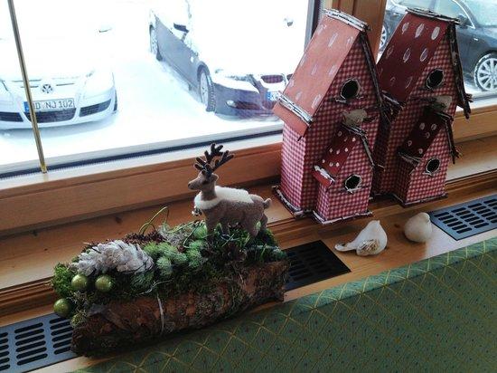 Hotel Garni Dr. Otto Murr: ozdoby świąteczne na oknie jadalni