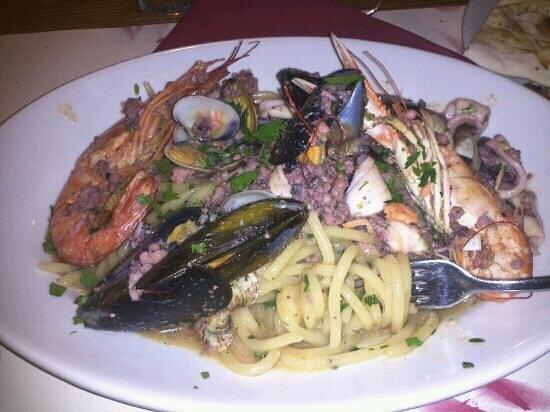 Restaurant Pizzeria Tutto Bono: Esagerati pici alla pescatora ....