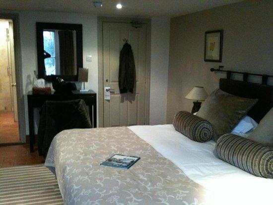 Dorian House: Ellington Room