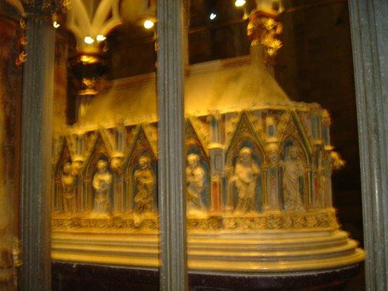 Reial Monestir de Santes Creus: Restos de Pere el Gran