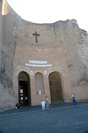 Basilica di Santa Maria degli Angeli e dei Martiri: Facade