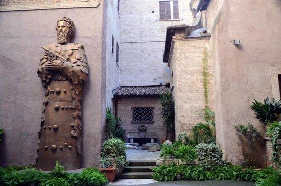 Basilica di Santa Maria degli Angeli e dei Martiri: Internal cloister