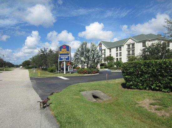 Best Western Airport Inn: Outside of Hotel