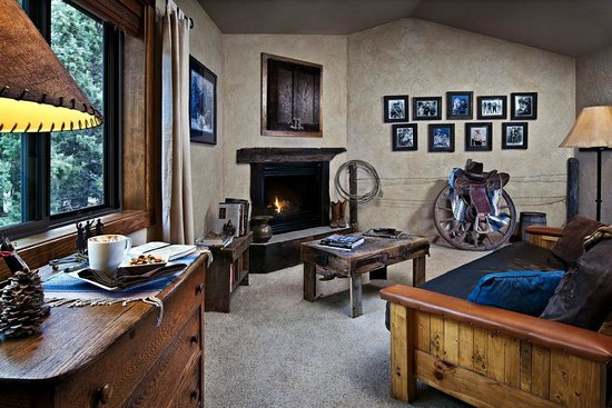 Blue Spruce Bed and Breakfast: Lodge sitting area