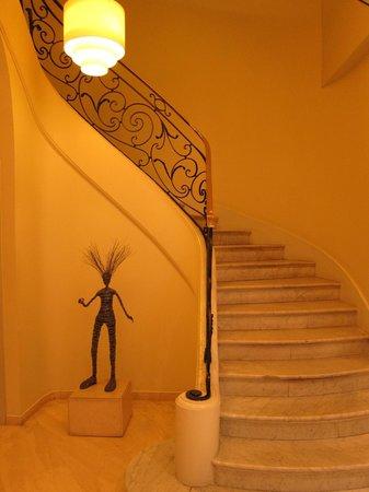 K+K Hotel Cayre: Lobby stairs