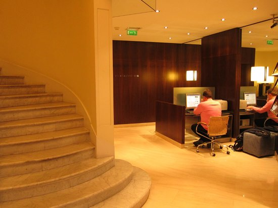 K+K Hotel Cayre: Business facilities in lobby