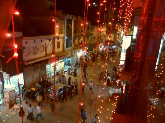 Hotel Aman International: The Bazar from our window