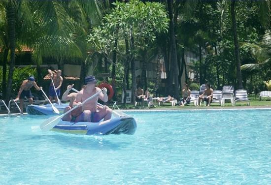 Ramada Bintang Bali Resort: Zawody w basenie.