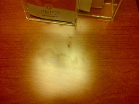 La Quinta Inn & Suites Melbourne Viera: Greasy fingerprints and smeared food on the desk