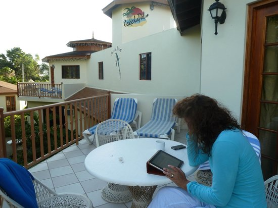 Coco LaPalm Sea Side Resort: balcony furnishings