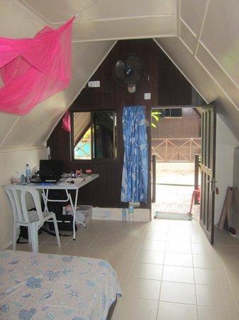 Intan Beach Resort : Double room