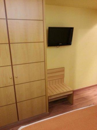 Suites Gran Via 44: habitacion