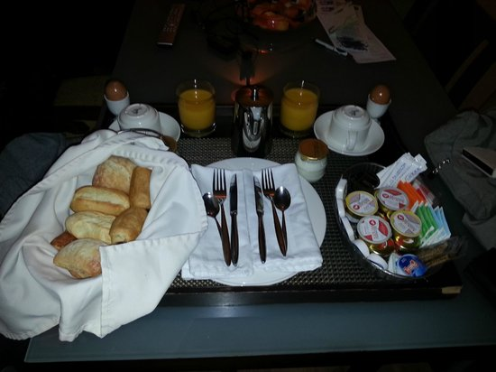 Suites Gran Via 44: desayuno