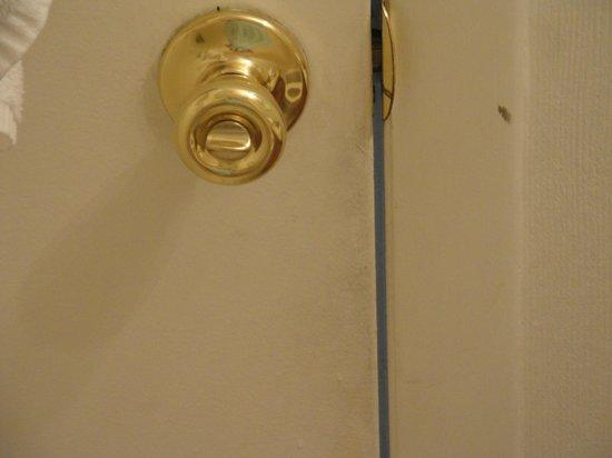 Marigot Beach Suites: interior filthy door knob