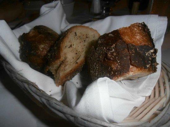 Bistro LES AMIS: The rustic bread