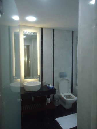 Azade Suites: bathroom